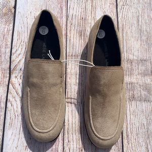 NWOT Chinese Laundry Snoopy Suede Loafer